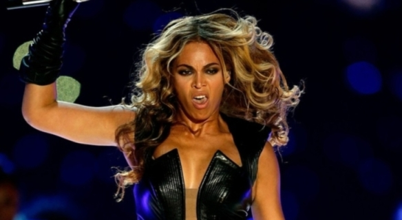Beyonce-s-Publicist-Tries-to-Ban-Unflattering-Super-Bowl-2013-Photos
