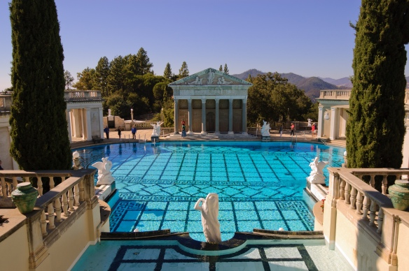 Hearst_Castle_Neptune_Pool_September_2012_003
